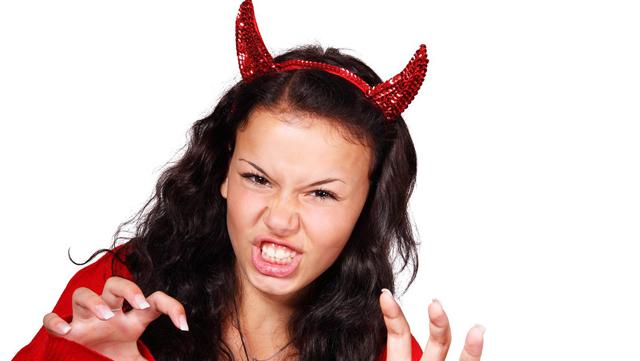 Дьявольски сердитая женщина